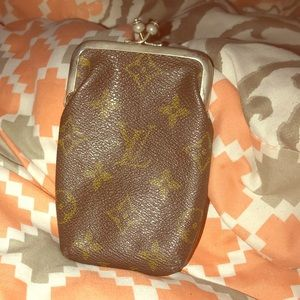 Louis Vuitton Saks 5th Ave KISS lock case